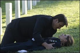 Que dit Castle à Beckett quand elle reçoit la balle dans le corps ?