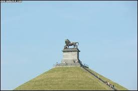 En 1826, qui demanda que la Butte du Lion de Waterloo fut érigée pour marquer l'endroit où son fils fut blessé ?