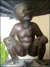 Ce pendant féminin du Manneken-Pis existe bel et bien à Bruxelles. Comment s'appelle cette statuette ?