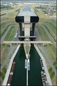 Ceci est le plus grand ascenseur à bateaux du monde. Dans quelle communauté belge se situe-t-il ?