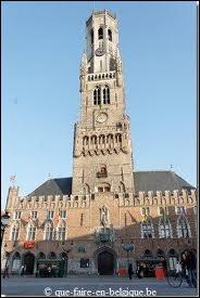Du haut de ce beffroi de 83 mètres construit au 13e, s'offre à vous une vue panoramique sur cette ville belge surnommée la Venise du Nord : il s'agit de …