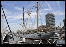 A quai, à Ostende, ce navire-école trois-mâts goélette est devenu un monument touristique qui reçoit près de 130 000 visiteurs par an. Comment s'appelle-t-il ?