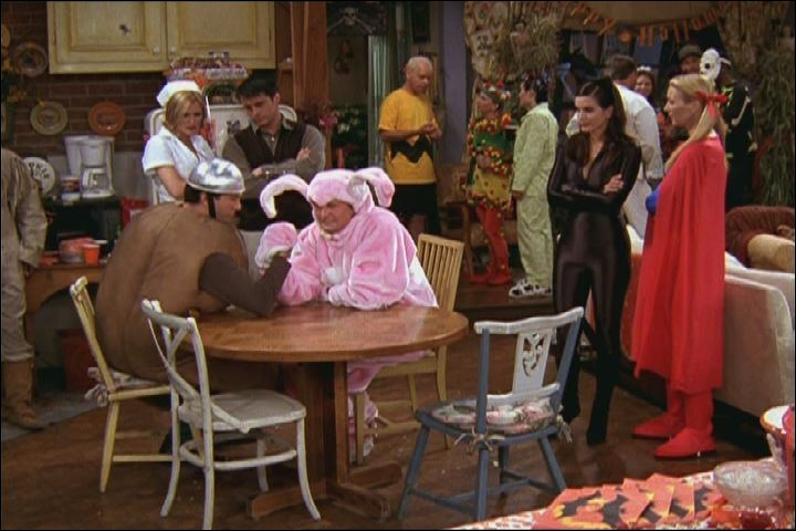 En quoi est déguisée Monica ?