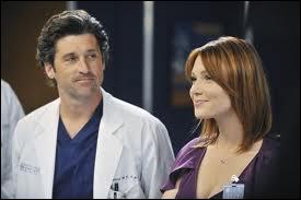 Dans la saison 08, quelle profession exerce Julia, la copine de Mark ?