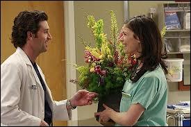 Dans la saison 04, que se permet de dire Dereck à Rose en signe d'amitié ?