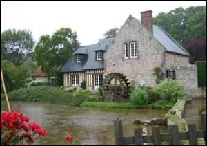 Balade. La partie la plus intéressante de ce village se trouve à la source de la rivière avec ses cressonnières évoquant un jardin à la française et son moulin d'Eau vive. En Seine-Maritime.