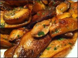 Déjeuner. Vous prendrez plaisir à couper en lamelles les pieds ronds, charnus, les têtes couleur de noisette, quelquefois noires. Le résultat en sera une omelette parfumée.