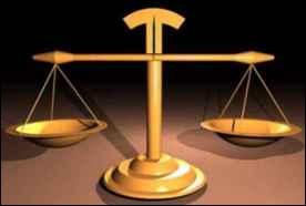 Juste ou faux. L'allégorie qui représente la justice est un personnage de femme borgne portant balance et glaive.