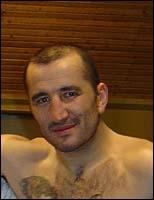 Dans quel sport s'est fait connaître Fabrice Tiozzo qui fut plusieurs fois champion du monde dans différentes catégories ?