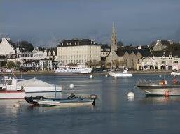 Les habitants des communes du Finistère. ( 1 )