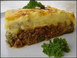 Gratin de purée de pommes de terre et de viande hachée :