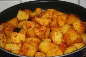 Ce sont de gros dés de pommes de terre, passés à la poêle quelques minutes avec un mélange d'huile et de beurre :