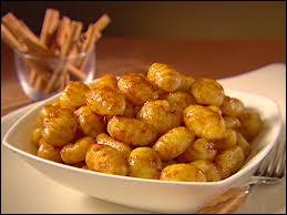 De la famille des pâtes, c'est un mélange de farine de blé et de pommes de terre :