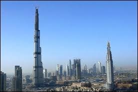 Quelle est cette ville au bord du golfe Persique, où se trouve la tour la plus haute du monde en 2012 ?