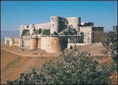 Quelle est cette impressionnante forteresse, située à l'ouest de la Syrie et construite par l'ordre militaire des Hospitaliers au XIIe siècle ?