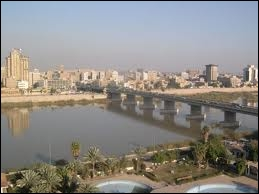 Quelle est cette ville, ancienne capitale de l'empire des Abbassides du VIIIe au XIIIe siècle, située sur le Tigre, et subissant aujourd'hui une guerre civile ?