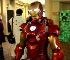 Pour quel super-héros ce cosplayer se prend-il ?