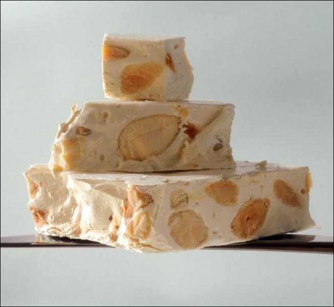 Il s'agit du nom italien désignant le nougat au miel et aux amandes. La marque 'Toblerone' est issu de ce mot :