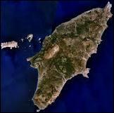 Pouvez-vous reconnaître cette île de l'est de la Méditerrannée de 1 400 km2, très proche de la Turquie, dont la ville principale a le même nom que l'île ?