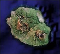 Quelle est cette île de l'océan Indien de 2 500 km2 ?
