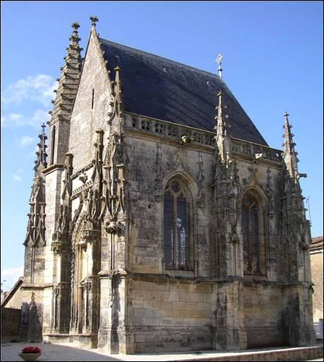 Célèbre pour mon Festival International du Film Ornithologique, vous y admirerez la merveilleuse chapelle gothique flamboyant et une belle lanterne des morts, où êtes-vous ?
