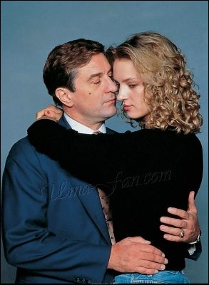 Comme le montre la photo, dans ce film il a la chance de tenir Uma Thurman dans ses bras :