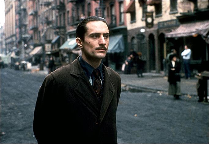 Sur cette photo c'est bien sûr Vito Corleone mais dans quel film ?