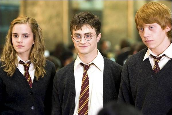 Dans le le sixième film, de qui Hermione est-elle jalouse ?