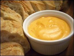 Comment s'appelle la sauce provençale épicée rouge-orangé qui accompagne parfois les fruits de mer ?
