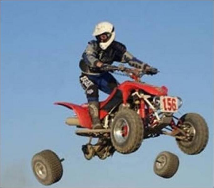 Un quad (ou quadricycle) de plus de 50 cm3 peut être utilisé sur la route :