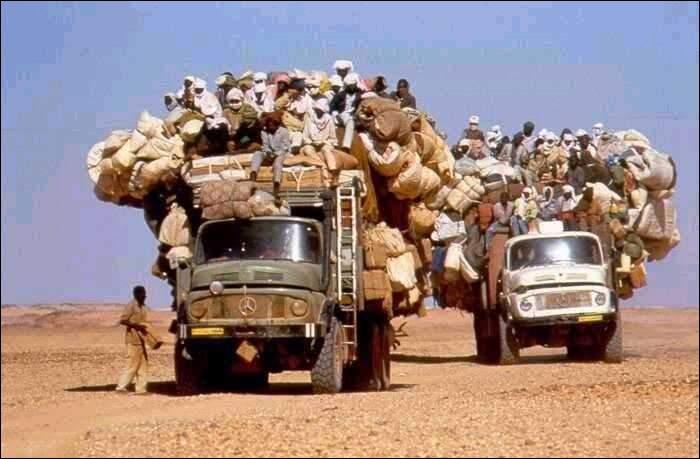 Sur quel continent se déplacent ces deux gros camions ?