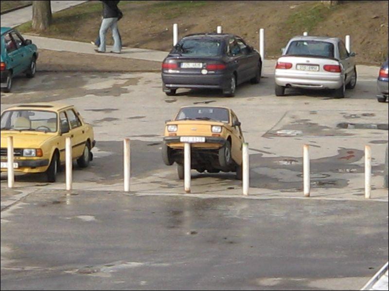 Pour quitter sa place de parking, ce conducteur doit ... .