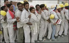 Quel est le pourcentage estimé d'immigrés dans la population des Emirats arabes unis (source The World Factbook) ?