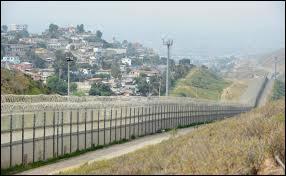 Comment s'appelle la ville mexicaine faisant face à la ville américaine de San Diego qui se trouve juste de l'autre côté de la frontière ?