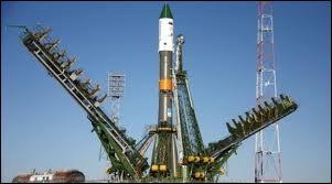 La plupart des navettes spatiales russes partent de la base de Baïkonour. Dans quelle ancienne république soviétique se trouve cette base ?