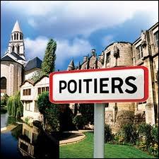 Nous sommes devant le panneau Poitiers. Il existe deux gentilés. Lequel est le plus utilisé et surtout le plus connu ?