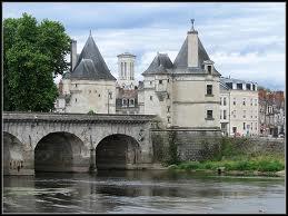 Je vous emmène à Châtellerault, ville Viennoise où les habitants répondent au nom de ...