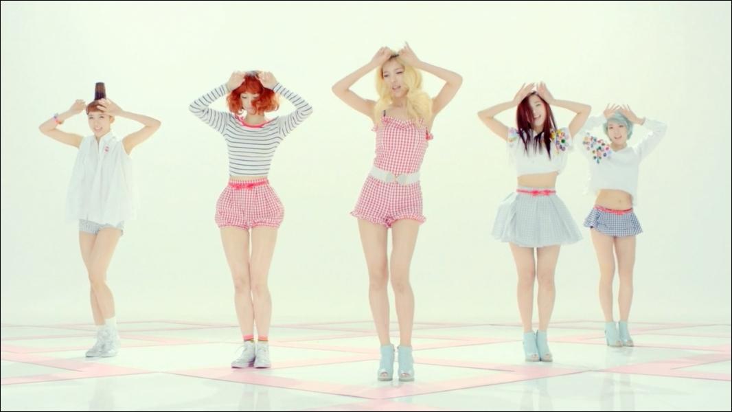 Dans le clip de quel girlsband le groupe est-il apparu ?
