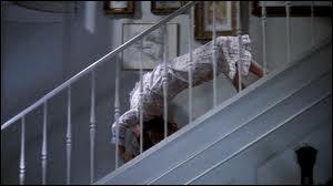 Dans quel film l'actrice principale fait-elle preuve d'une grande souplesse pour descendre les escaliers ?