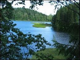 Le pays des 1000 lacs :