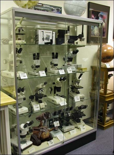 Ce truc n'est pas un microscope. Quand on ne sait pas, on ne vend pas. De quel dessin animé s'est-il échappé pour se retrouver là ?
