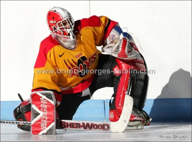 Combien de joueurs composent une équipe de hockey sur glace, gardien de but y compris ?