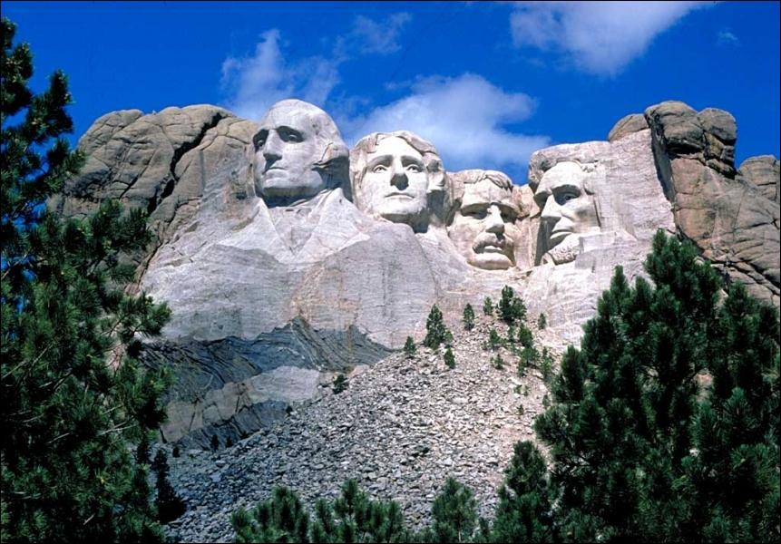 Le mémorial national du Mont Rushmore (Rapid City, Dakota du Sud) est une sculpture monumentale en granit représentant quatre des présidents les plus marquants de l'histoire des Etats-Unis :