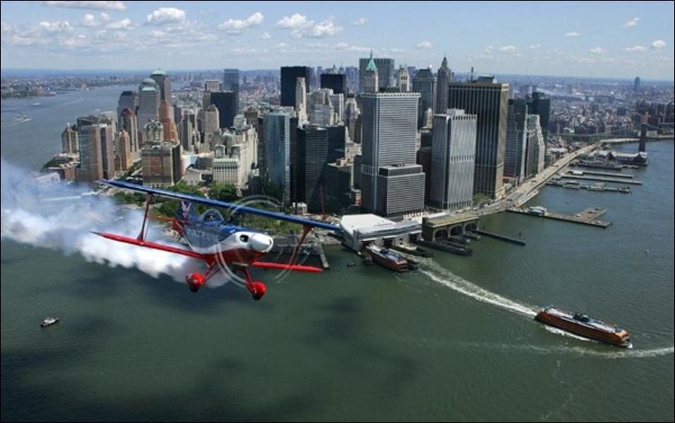 La ville de New York est composée de cinq arrondissements : Manhattan, Brooklyn, Queens, Bronx, Staten Island. Quelle était sa population en 2010 ?