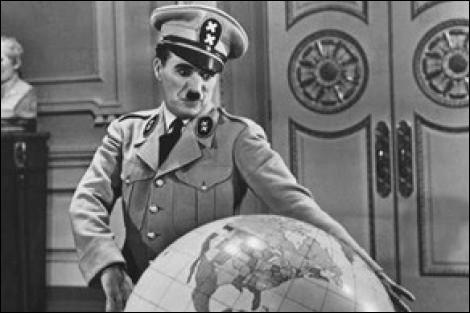 """Il y a en art des """"synchronicités"""" étonnantes. Le début du tournage du """"Dictateur"""" en est une; mais laquelle ?"""