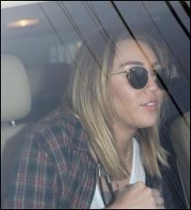 Elle a déjà fumé une cigarette.