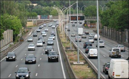 Vous vous promenez tranquillement sur le bord des autoroutes, bercé par la douce mélodie des klaxons et des sirènes de polices qui vous frôlent à 100km/h. Que cherchez vous ?