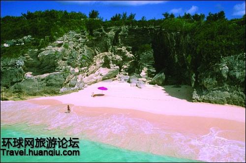 Le sable rose à l'approche de la plage de Nassau (sur cette photo) est superbe. Par quoi la couleur de ce sable a-t-elle été formée ?