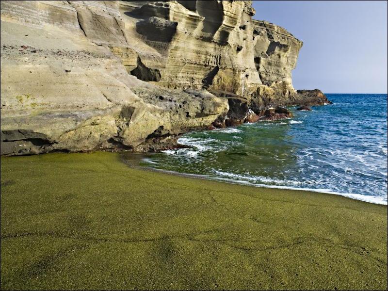 Facile non ? Alors on continue avec un sable extraordinaire d'Hawaii. De quelle couleur est-il ?