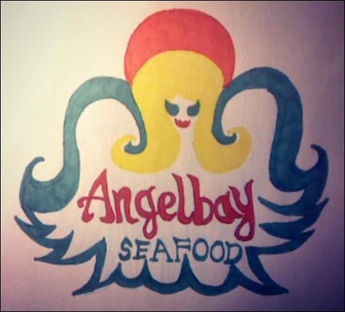 Quel membre de la famille d'Angie a fondé Angelbay ?